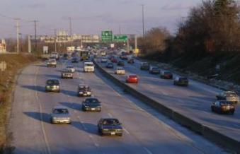 Amerikaanse auto's op een freeway