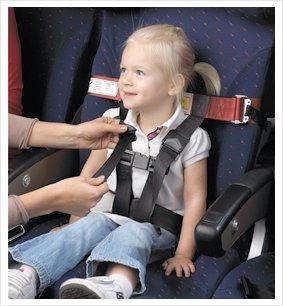 Kind vastgegespt in vliegtuig