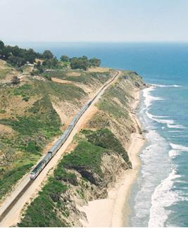 Treinen langs de oceaan