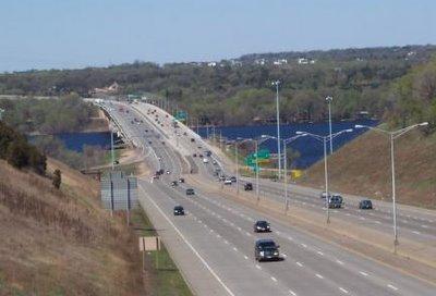 Autorijden op een highway in de Verenigde Staten