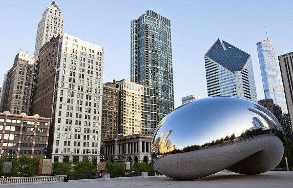 Het uitzicht vanaf Cloud Gate in Chicago