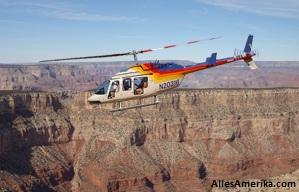 Helikopter boven de Grand Canyon