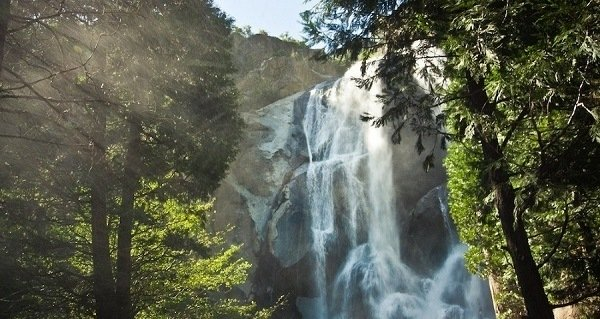 Grizzly Falls in Kings Canyon