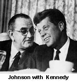 Lyndon Johnson met Kennedy in een onderonsje