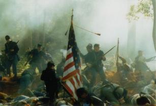 Het naspelen van een veldslag uit de Amerikaanse Burgeroorlog
